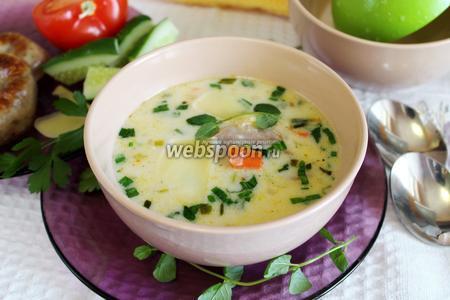 Сырный суп с домашними колбасками и черемшой