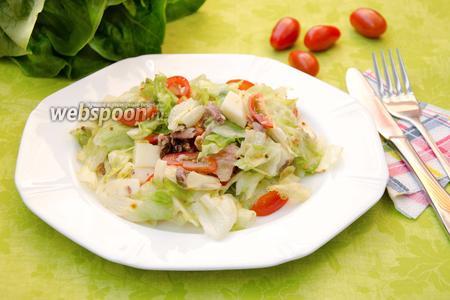 Салат с консервированным тунцом и сулугуни