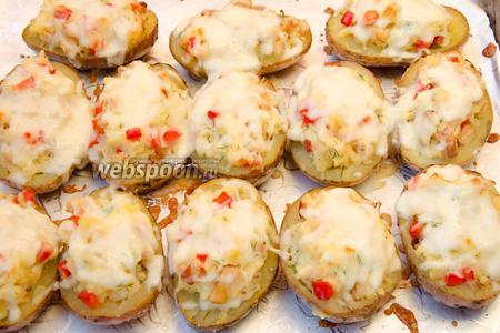 Когда сыр расплавится, лодочки можно доставать из духовки и подавать на стол.