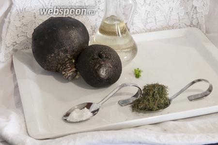 Нужно взять достаточно упругую чёрную редьку, чтобы вышло вкусное блюдо после жарки.