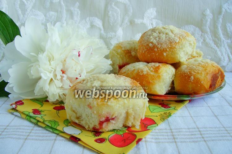 Фото Булочки с вишнями и штрейзелем в духовке