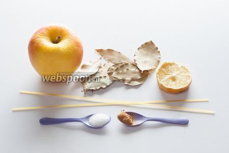 Для начинки нам потребуется часть яблока, лимонный сок, сахар и корица. А из спагетти и лавровых листьев будут формироваться черешки груш и листочки, то есть их должно быть по количеству груш. У меня было запланировано 12 штук, но можно было сделать и 14.