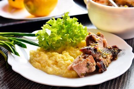 Мясо с черемшой и сметаной
