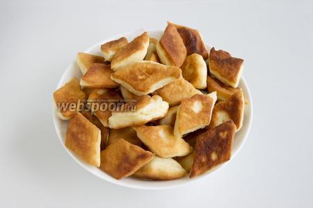 Обжарьте ромбы на растительном масле, перед подачей посыпьте сахарной пудрой.