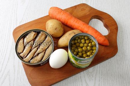 Для приготовления нам понадобятся шпроты, картофель, яйца куриные, морковь, горошек консервированный и майонез. Картофель, морковь и яйца необходимо отварить, остудить и очистить.