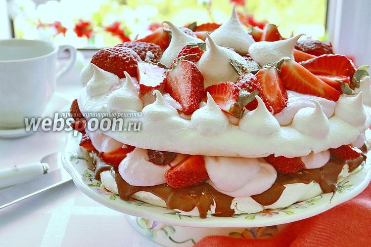 Фото Творожный торт с безе и клубникой