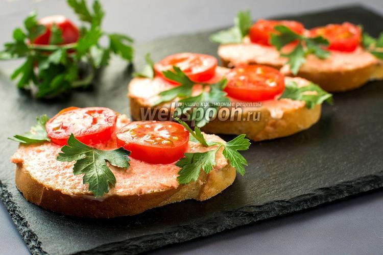 Рецепт Бутерброды с икрой мойвы и помидорами черри