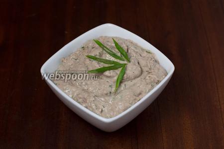 При подаче посыпаем нарезанным зелёным луком. С риетом можно делать бутерброды, намазывать на тосты или хлебцы. Очень вкусно!