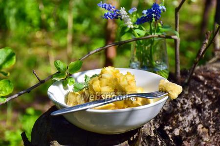 Ленивые вареники в яблочно-ревеневым компоте