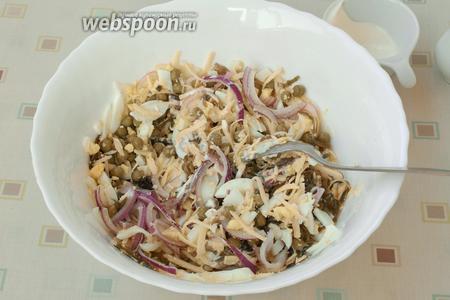 Салат посолить, добавить майонез и перемешать ещё раз. Подавать сразу! Приятного аппетита!