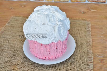 Верх торта оформить насадкой «закрытая звезда».