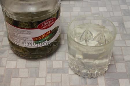 Приготовить заливку: рассол по вкусу разбавить охлаждённой кипячёной водой.