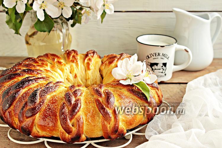 Рецепт Венок с вишней и грецким орехом