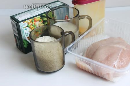 Итак, возьмём замороженные овощи, куриное филе, карри, соль, муку, молоко, рис.