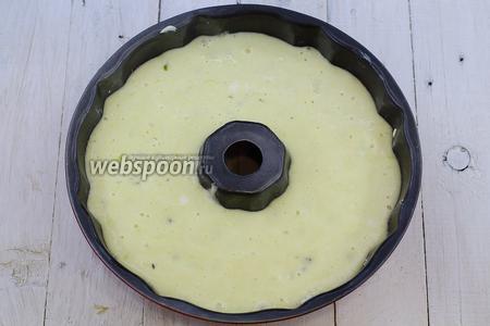 Налейте тесто. Отправьте в духовку (180°C), примерно на 40-60 минут.