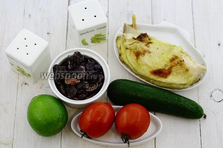 Возьмите такие продукты: чёрную фасоль, помидоры, огурцы, куриное филе, соль, перец молотый, сок лайма, масло подсолнечное.