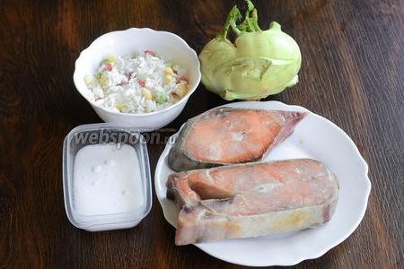 Для приготовления запечённой горбуши вам понадобится кольраби, гавайская смесь (горошек зелёный, кукуруза, красный и жёлтый сладкий перец, рис), горбуша и соль.