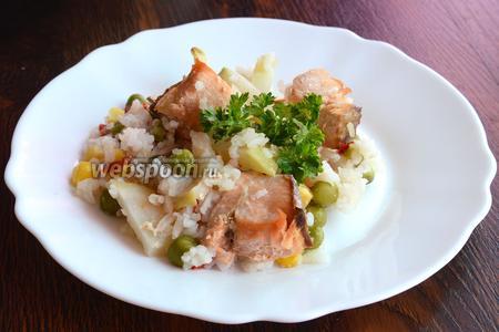 После, блюдо можно разложить по тарелкам, украсить зеленью и подавать на стол. Приятного аппетита!