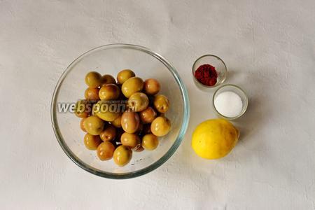 Для приготовления нам потребуются свежие зелёные оливки, вымоченные в течении 2 недель, соль, паприка, лимон.