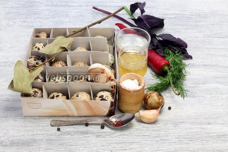 Потребуются свежие яйца, уксус, зелень, специи, натуральный мёд, чили, чеснок.