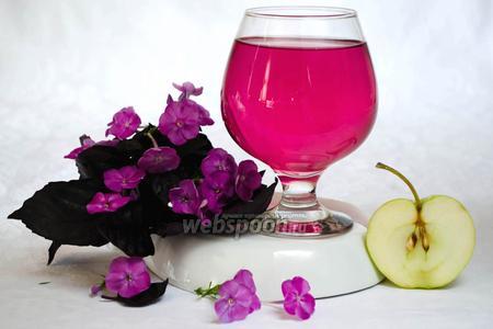 Яблочный напиток с базиликом и мятой