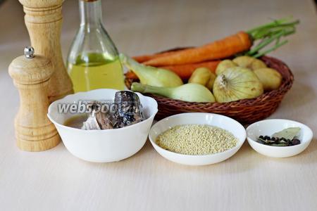 Приготовим все ингредиенты: пшено, картофель, лук, морковь, специи, масло растительное для жарки овощей, рыбную консерву.