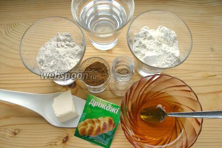 Нужны продукты: мука пшеничная и ржаная, солод, соль, тмин, мёд, масло, дрожжи, вода.