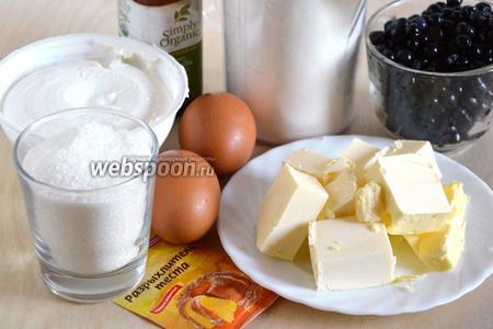 Для пирога с рикоттой и черникой подготовьте необходимые ингредиенты: масло (комнатной температуры), рикотту, сахар, муку, яйца, ванильный экстракт, свежую чернику, щепотку соли и разрыхлтель. Я использовала крупные яйца, размера С0.