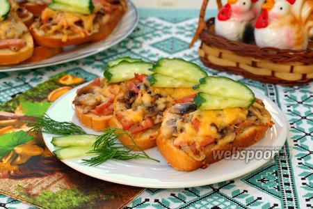 Горячие бутерброды с колбасой и шампиньонами