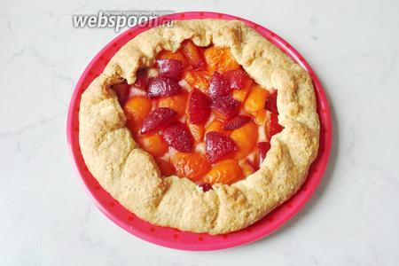 Галета с алычой и абрикосами готова. Вкусно, просто и быстро.