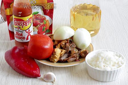 Для мясной начинки возьмём жареное мясо (у меня была курица и говядина жареные), лук репчатый, помидор, чеснок, перец сладкий, соус острый, отварной рис, масло растительное, кетчуп.