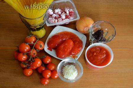 Ингредиенты: спагетти, луковица, вяленые томаты, помидоры в собственном соку, томатный соус (passata), бекон, помидорки черри, соль.