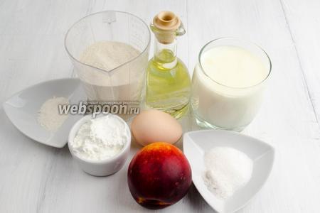 Чтобы приготовить оладьи, нужно взять муку рисовую и пшеничную, крахмал, соль, сахар, соду, кефир, яйца, нектарин, масло подсолнечное для жарки.