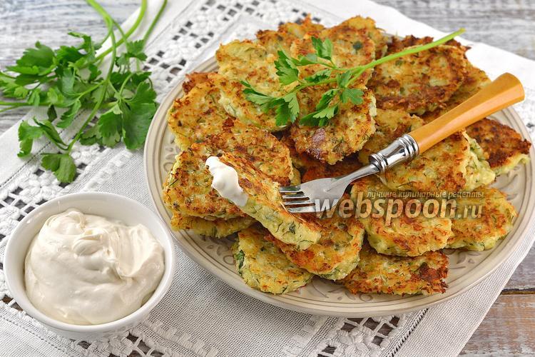 Фото Оладьи из капусты, твёрдого сыра и зелени