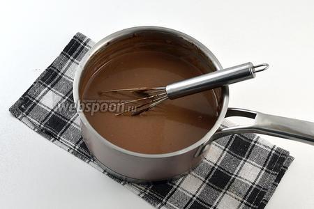Размешать до растворения шоколада. Полностью охладить.