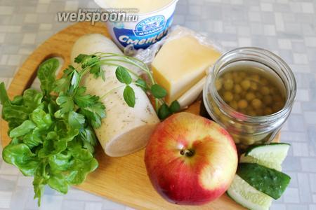 Для салата взять дайкон, яблоко, огурец, горошек, салат, Пармезан, сметану, петрушку, мяту, перец.