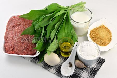 Для работы нам понадобится фарш куриный, яйцо, черемша, чеснок, сухари панировочные, мука, масло подсолнечное, соль, перец.