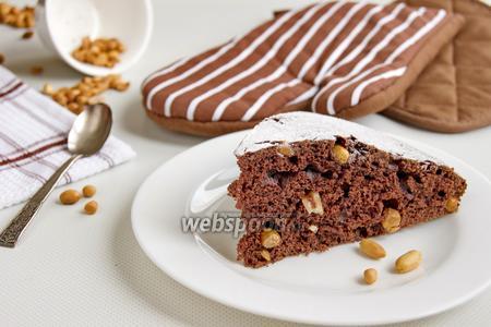Шоколадный пирог с арахисом