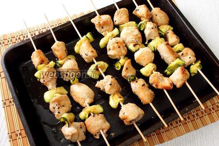 Наши куриные шашлычки готовы. Приятного аппетита!