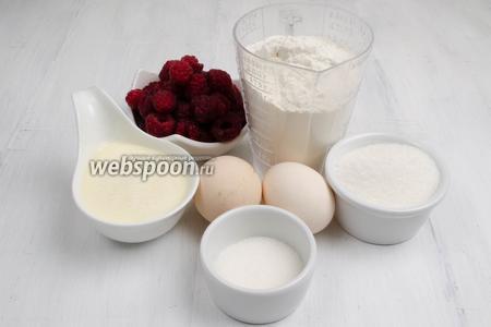 Чтобы приготовить пирог, нужно взять сахар, яйца, муку, ванилин, сливки; в начинку малину; для смазывания формы масло сливочное.