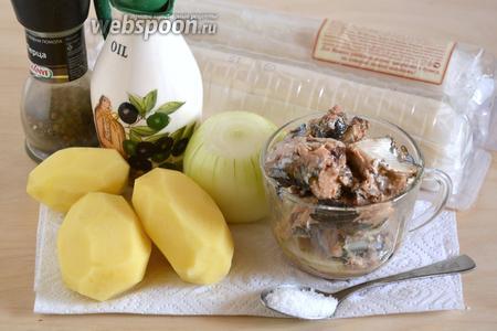 Для приготовления вам понадобятся следующие ингредиенты: сайра в масле, слоёное бездрожжевое тесто, картофель, лук, соль, перец и немного растительного масла.