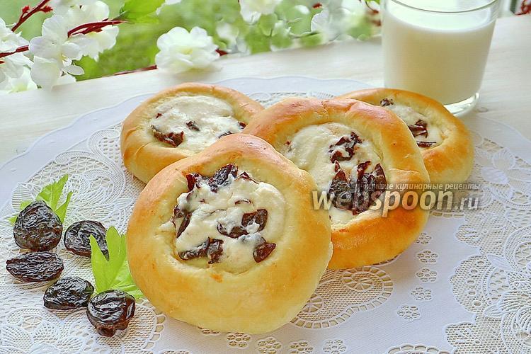 Рецепт Ватрушки с черносливом на завтрак