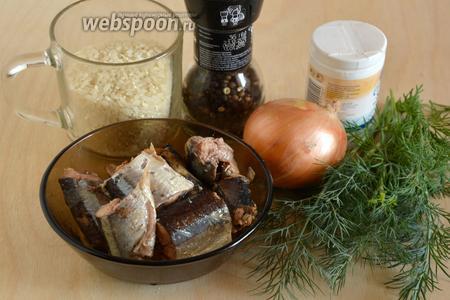 Затем подготовьте необходимые ингредиенты для начинки. Также  понадобится желток для смазывания верхушки пирога.