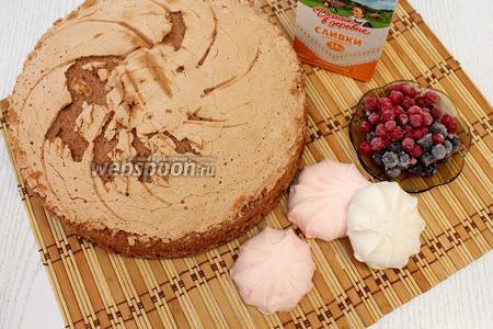 Для приготовления нам понадобится  польский шоколадный бисквит , желатин, сливки для взбивания, зефир, ягода любая, орехи грецкие или шоколад, ежевика в собственном соку и желе для торта.