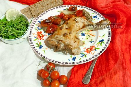 Куриные окорочка, запечённые с белыми баклажанами и черри