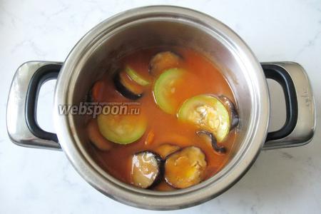 Тушить овощи в кастрюле 20 минут.