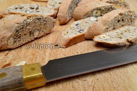Затем нарезаем их наискосок очень острым ножом, на кусочки толщиной около 1 см.