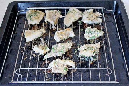 Готовую рыбу подавать с любимым гарниром или овощами. Приятного аппетита!