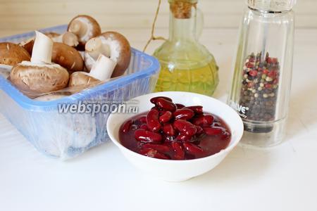 Приготовим все ингредиенты: фасоль красную консервированную, грибы шампиньоны, перец чили, чеснок, масло оливковое, соль и перец, петрушку свежую.