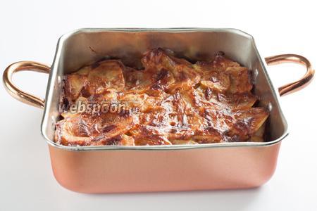 Запекаем наше блюдо при температуре 200°С 35-40 минут. Есть можно как горячим, так и тёплым или холодным.